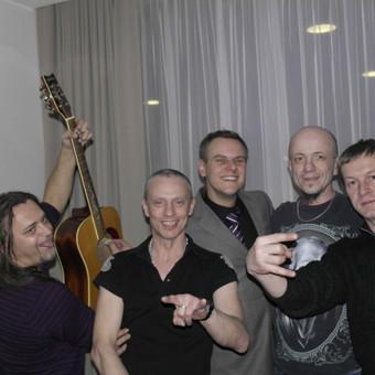"""Su draugais grupė """"Rebelheart"""" UAB""""EOLTAS"""" kalėdinis vakarėlis"""