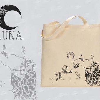 """Medvilninis maišelis su iliustracija pavadinimu """"Saldus mėnulio vanduo"""". Spaudos tipas- termo spauda."""