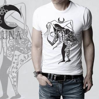 """Marškinėliai su iliustracija pavadinimu """"Žvėris"""". Spaudos tipas- termo spauda."""