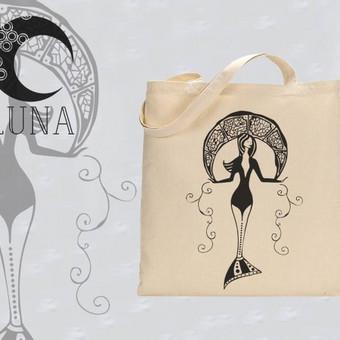"""Medvilninis maišelis su iliustracija pavadinimu """"Undinė"""" spaudos tipas- termo spauda."""
