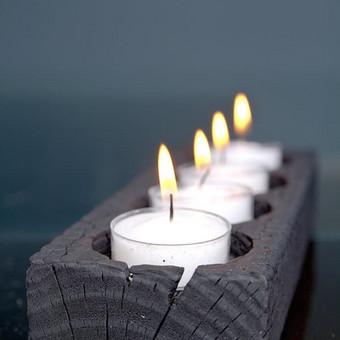 """Rankų darbo kaimiško stiliaus žvakidė idealiai tinka namų apdailai. Žvakidė pagaminta iš ąžuolo medienos. Paviršius apdirbtas """"shou sugi ban"""" technika, apsaugant medieną ir išgaunant ..."""