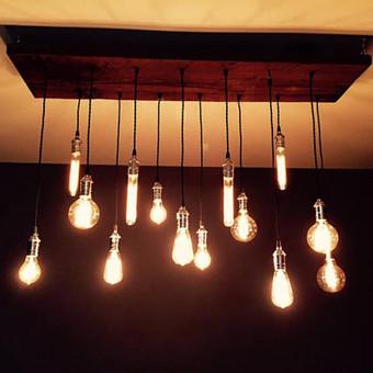 Toks pakabinamas dekoratyvinis šviestuvas puikiausiai tiks ne tik namų papuošimui, bet ir kaimo turizmo sodybom, ar restoranų įrengimui. Tai neregėtai plati šių šviestuvų pritaikymo galimyb ...