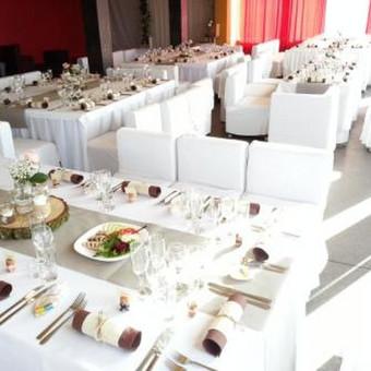 Šventes ruošiame ir atskirais staliukais ir bendrais stalais.