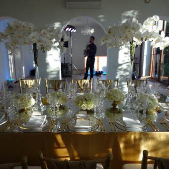 Šampanas su aukso dulkėmis.