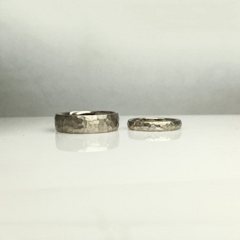 Balto aukso vestuviniai žiedai su brilintais
