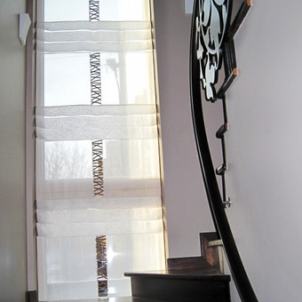 Nuosavas namas,laiptines lango dekoravimas