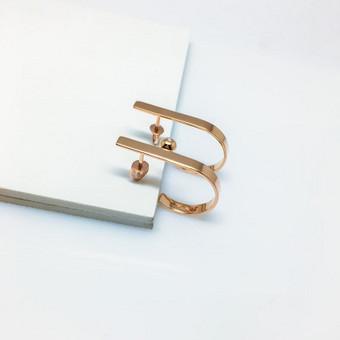 Nuotakos auskarai pagaminti iš aukso ir puošti 0.016ct briliantu