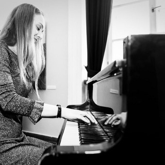 Pianistė Justė Kazakevičiūtė / Justė Kazakevičiūtė / Darbų pavyzdys ID 506399