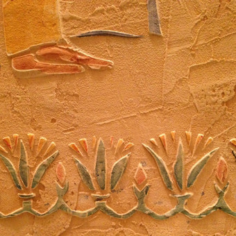 Interjero dekoras. Reljefinis sienos dekoras. Decorated wall.