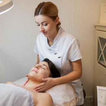Veido masažas parenkamas pagal poreikį. Nuo limfodrenažinio iki stangrinančio.