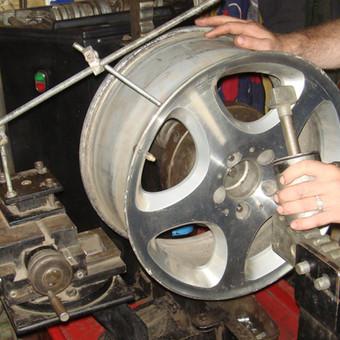 """Autoservisas """"Padangiukas"""" garsėja padangų montavimo / balansavimo, ratlankių lyginimo ir virinimo kokybe (aliuminio virinimas atliekamas argono aplinkoje). Visus darbus atliekame su profesionalia ..."""