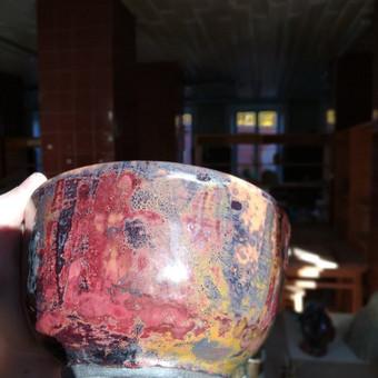 Metalo oksidai juodojoje keramikoje