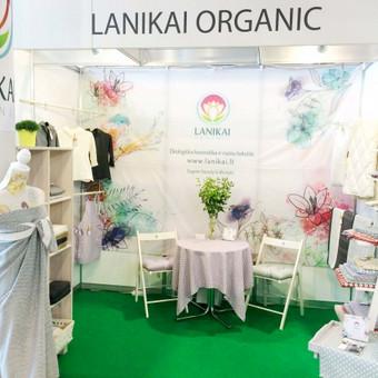 Ekologiškos kosmetikos ir namų tekstilės e-shop parodos stendo kūrimas. Idėja, vizualizacija, spauda, įgyvendinimas.