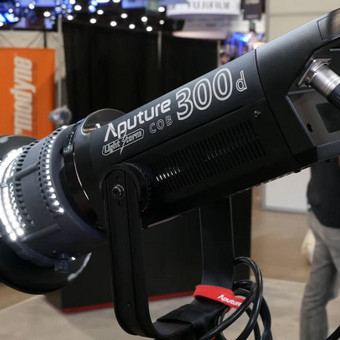 Aputure 300D profesionalių lempų nuoma. Kaina 30 Eur/vnt.  Viso turime 4 vnt.