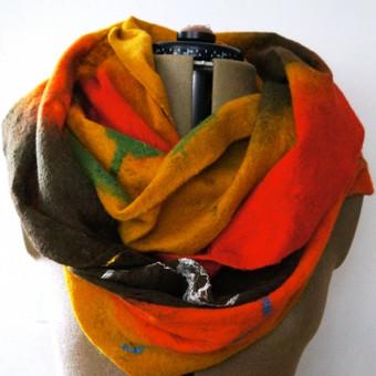 Moteriškas šalikas-gaubtas. Dvigubas, išmatavimai apie 0,5-1,0 m (x2). Atliktas voratinkline technika. Plonytis, lengvas ir šiltas. Galiu padaryti norimų spalvų.