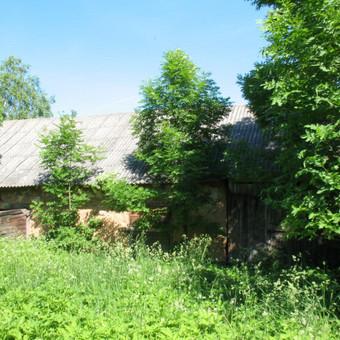 Parduodama sodyba Spilgių k., Pakruojo raj. Namas rąstinis 1973 metų statybos, bendras plotas 69,80 kv.m. Name 3 kambariai ir virtuvė, elektra, šildymas krosninis, vanduo iš šulinio. Sklypas 2 ...