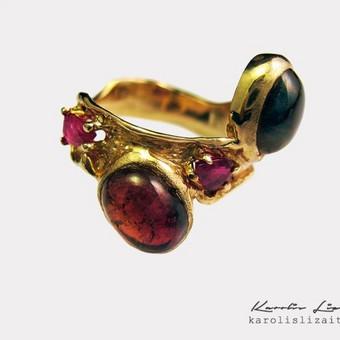 Žiedas autorinė juvelyrika, auksas 585 prabos , rubinai , turmalinai.