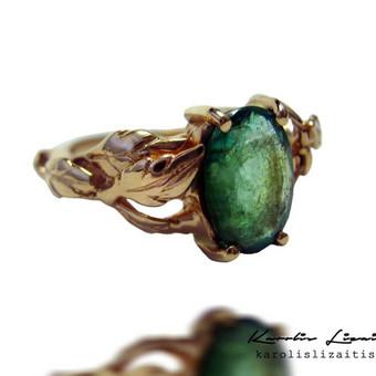 Žiedas autorinė juvelyrika, auksas 585 prabos , smaragdas.