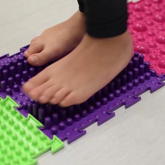 Kartu su Saulės šeimos medicinos centro Kineziterapeute Asta kalbėjome apie tai kaip reikėtų tinkamai prižiūrėti pėdų raumenis. Kodėl tai svarbu ir keletas pratimų video klipe