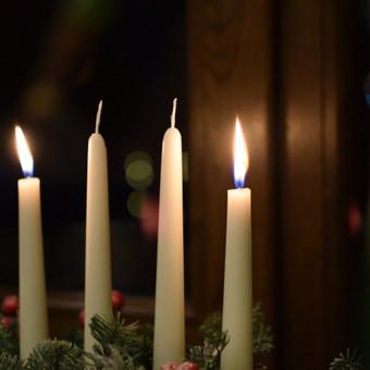 Prisiminkime, kas svarbiausia šiame gyvenime ir pasimėgaukime šiomis kalėdomis. Na, o mes, prisidedame prie šv. Jono Pauliaus II parapijos sveikinimų ir norime jums palinkėti gražiu ir jaukių švenčių.