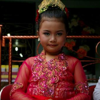 Indonezietė mergaitė vestuvėse