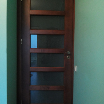 Vidaus durys, uosinės, beicuotos su stiklais