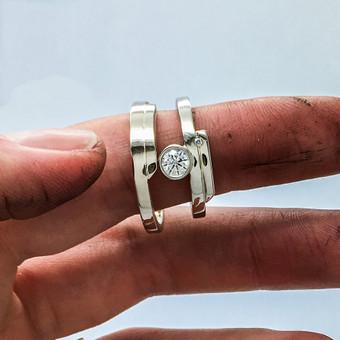 Vestuvių sukakties proga sukurti ir pagaminti baltojo aukso žiedai su 0.35ct ir 0.016ct briliantais