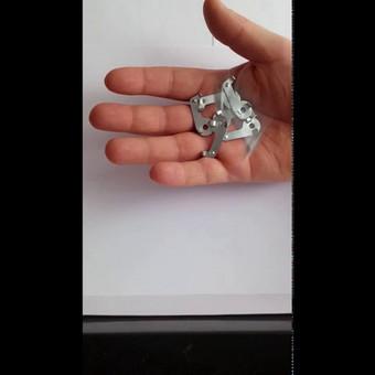 Karnizų laikiklių keitimas iš plastikinių į metalinius