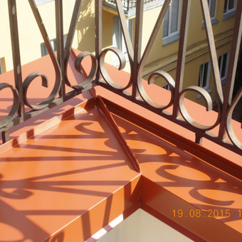 parapeto montavimas, esant dekoratyviai balkono tvorelei