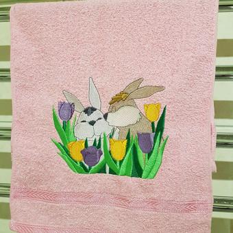 Jūsų pasirinktą paveikslėlį Šv. Velykų proga išsiuvinėsime ant rankšluosčio, staltiesės, prijuostės ir t.t. Tai gali būti puiki dovana jūsų artimajam, arba tiesiog gali papuošti jūsų aplinką.