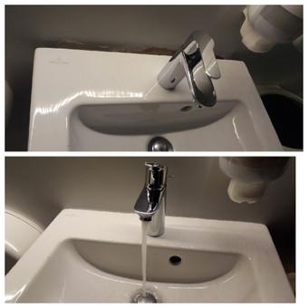 Nulaužto / nulinkusio tualeto praustuvo atstatymo / perdarymo darbai.