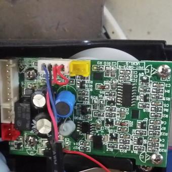 Fleck 7000 serijos  filtro valdiklyje integruojamas kompresoriaus valdymas atsižvelgiant į pratekėjusį vandens kiekį
