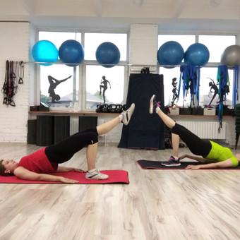 Funkcinės treniruotės pradedančiosioms. Įtraukiant į judesių atlikimą tikslines raumenų gr., stabilizatorius, kūno šerdies raumenyną, parengiam kūną efektyviai kasdienei veiklai, netik ...