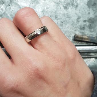 Vestuvinis žiedas su deimantais
