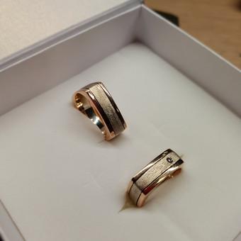 Dvieju spalvu kvadratiniai žiedai su deimantu