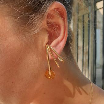 Auksuoti sidabriniai ausu papuošimai su gintaru