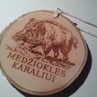 Beržo medienos medalis medžiotojams. Medžioklės karalius.