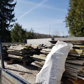 Griauname apleistus, nereikalingus ukinius pastatus, medinius namus. Susidariusias atliekas išvežame.