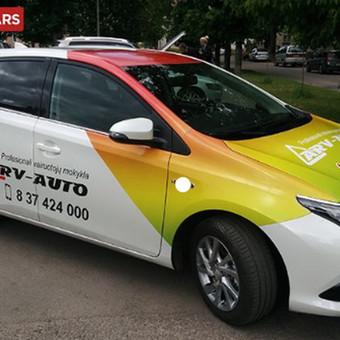 Transporto priemonių apklijavimas reklama, lipdukai ant automobilio, sunkvežimių apklijavimas ir nulupimas.