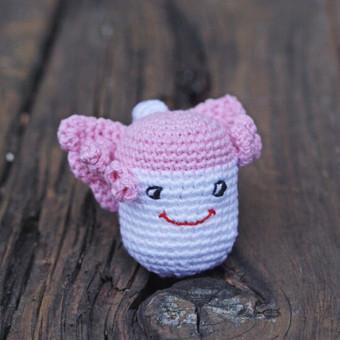 Rožinis angeliukas - ergonomiškas žaisliukas, kuris pritaikytas mažylio porekiams: rankenėlė ypač plona,kad būtų patogi, lengvas, kad būtų nesunku pakelti, be jokių aštrių kampų, kad b ...
