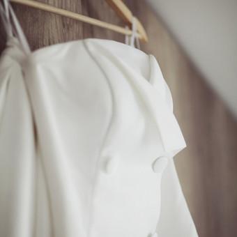 Trumpa,korsetinė suknelė su dvigubu užsikeitimu ir didelėmis vilktomis sagomi, skirta vakaro šokiams