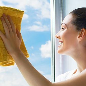 Langų valymas. Jau galima užsisakyti. Valome su priemonėmis paliekančiomis apsauginį sluoksnį. Jūsų langai ilgiau išliks švarus.