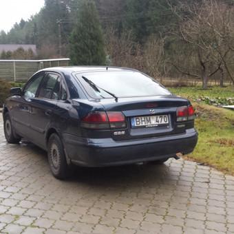 Mazda iš galo – pusiau kairio šono