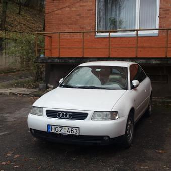Audi iš priekio