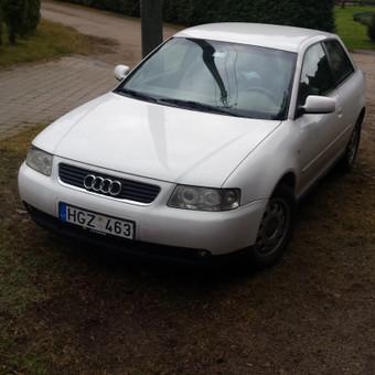 Audi iš priekio-pusiau kairio šono
