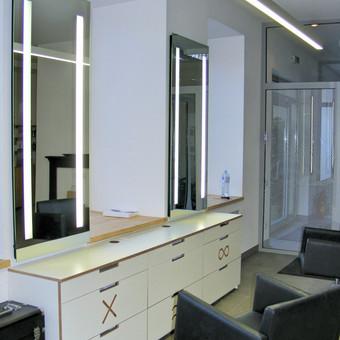 Integruoti veidrodžiai su pašvietimu