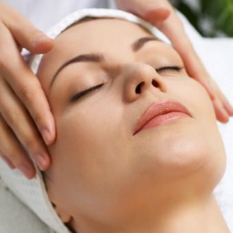 CHIROPLASTINIS VEIDO MASAŽAS :   Chiroplastinis masažas  tai speciali masažo technika, kuri buvo sukurta prancūzų kineziterapeuto prof. Pascal Coche. Šis veido masažas yra speciali masažo  ...