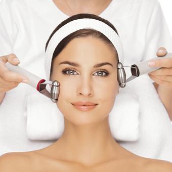 HYDRADERMIE - iššskirtinė GUINOT procedūra. Procedūros paslaptis -  elektroterapija ir švelnūs masažo judesiai, kurie padeda GUINOT odos priežiūros priemonėse esančioms augalinėms veikli ...