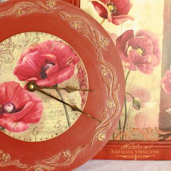 Medinis laikrodis. Skersmuo - 30 cm. Dekoruotas dekupažo technika. Lengvai sendintas, paauksotas.