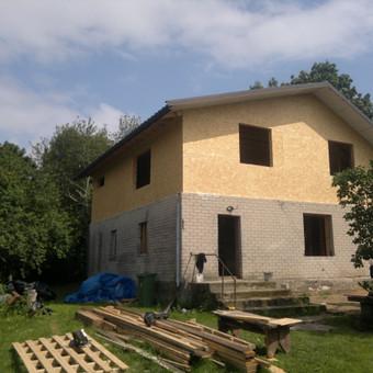 Mansardinio aukšto demontavimas, karkasinio anstato statyba Kauno raj.